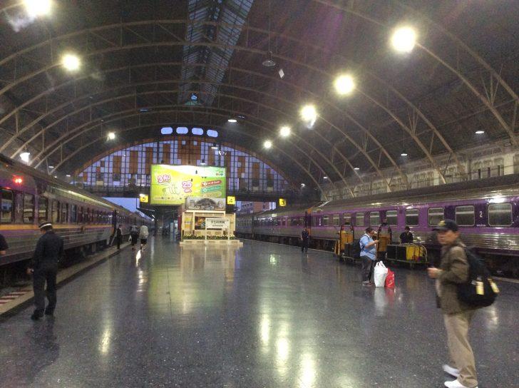 バンコクからチェンマイへ鉄道を使っての移動方法について