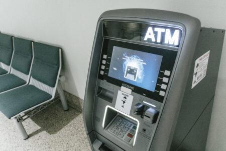 クレジットカードを使って海外のATMを利用した直後は犯罪に注意