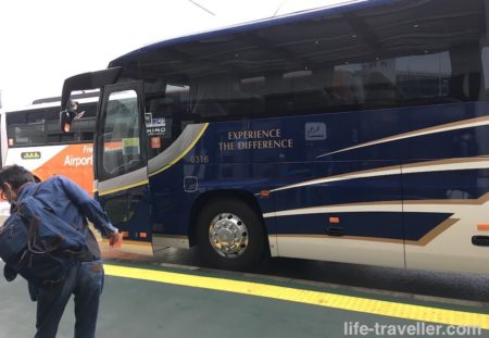 入国者向けのバス