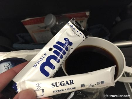 シンガポール航空・シンガポール行きの機内食後のコーヒー