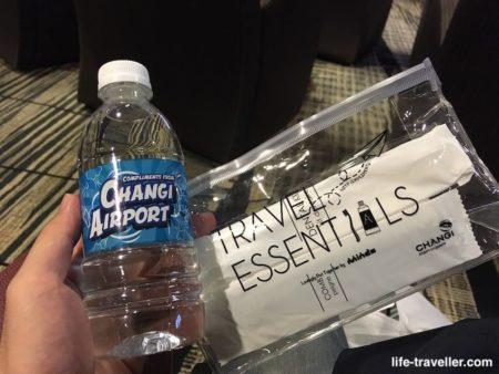 チャンギ国際空港のトランジットエリアの水