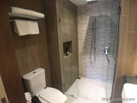 ザクォータープロンポンのバスルーム