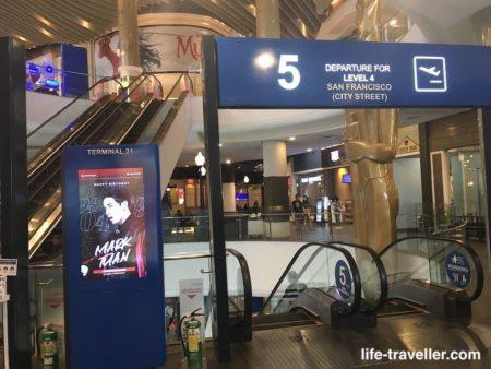 ターミナル21のフードコートフロア