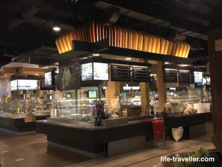 ターミナル21のフードコートにはたくさんの店