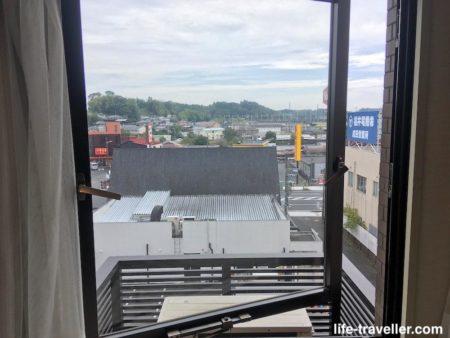 ザエディスターホテル成田の部屋の窓