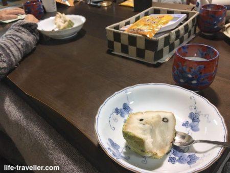 釈迦頭を食べる